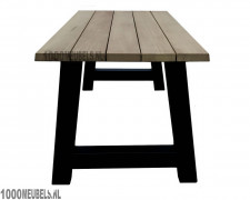Iroko hardhouten tuintafel (220x88cm) geschikt voor 6 personen